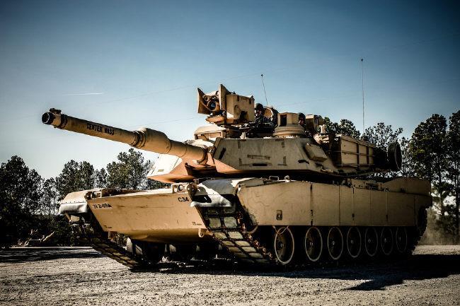 M1 전차의 최신형인 M1A2 SEP. 현재 추가 개량이 진행되고 있어 곧 M1A3이라는 이름으로 실용화될 예정이다.  필자제공