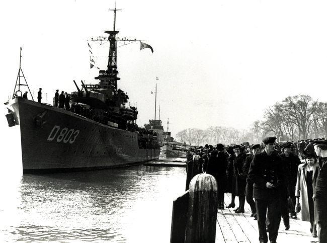 1952년 6월 네덜란드 덴 헬데르 항구로 귀환한 D-803호.