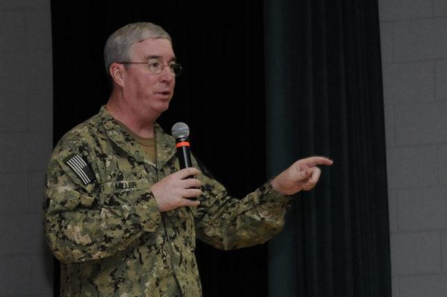 """CMF 지휘관 존 밀러 미 해군중장은 """"한국 청해부대의 전문성과 전술적 능력에 매우 깊은 인상을 받았다""""며 활약상에 대해 아낌없는 찬사를 보냈다."""