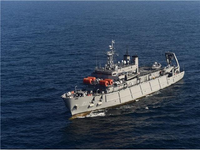 한국 해군의 잠수함 구조함인 청해진함의 항해 장면.