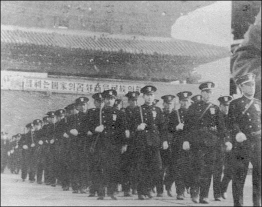 1946년 경찰 창설 1주년 기념 시가행진.  국방일보 DB