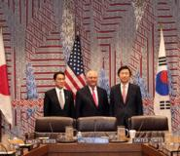 """한·미·일 외교장관, 한 목소리로 """"북핵문제 강력 대응"""""""