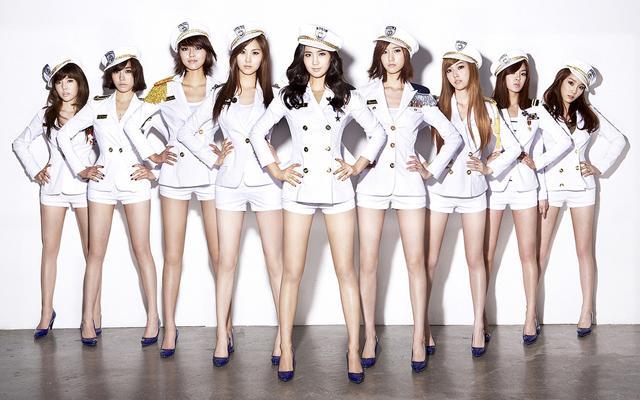 해군 정복 스타일을 입은 걸그룹 '소녀시대'