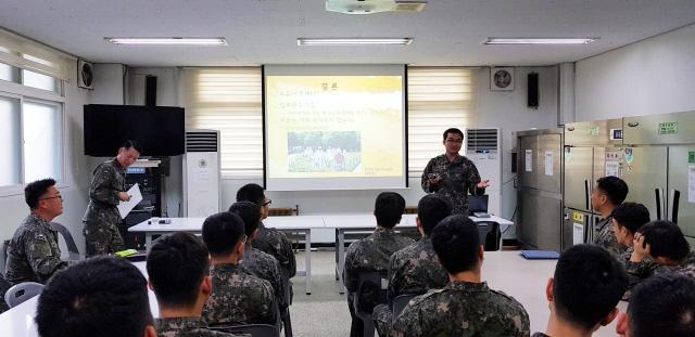 공군방공관제사령부 정훈공보실이 국토 최동단 관제부대를 직접 찾아가 집중정신교육을 지원하고 있다.  부대 제공