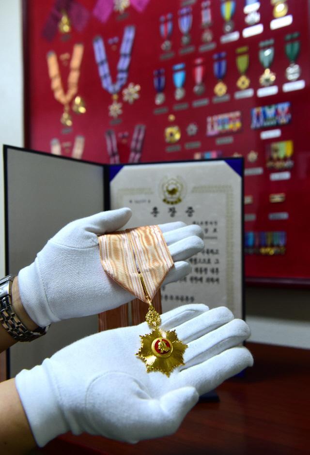 훈장은 군인과 명예를 상징한다.   국방일보DB