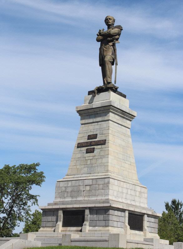 아무르강변의 무라비예프 동시베리아 총독 동상. 2006년에 발행된 최고가 화폐인 5000루블의 주인공이다.