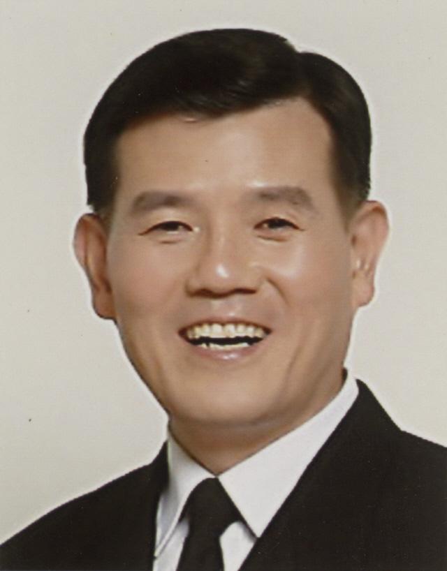 정성명 지휘자(예비역 해군대령)