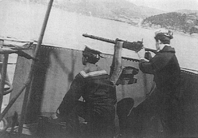 전투배치 중인 JMS-304 태백산정과 포 요원들.