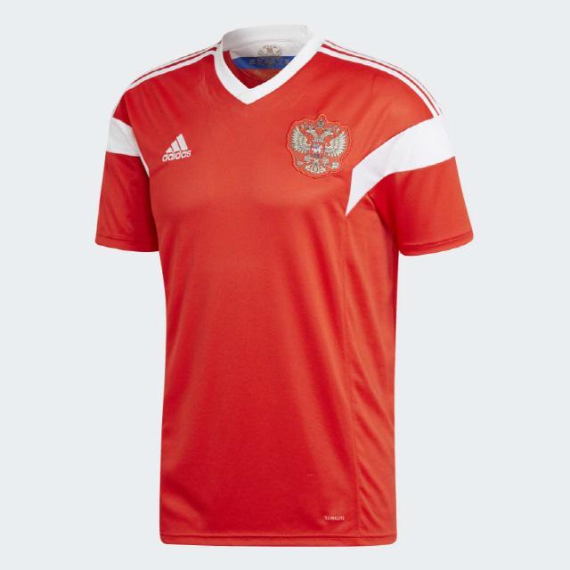 2018년 러시아의 홈 경기 유니폼(오른쪽).사진=adidas.com