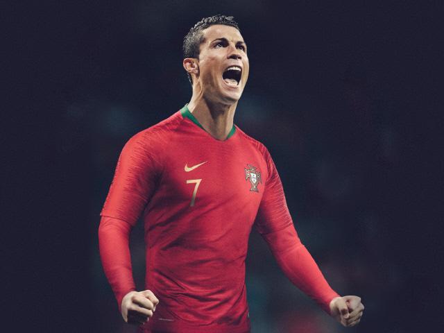 포르투갈의 홈 경기 유니폼을 입은 호날두.  사진=nike.com