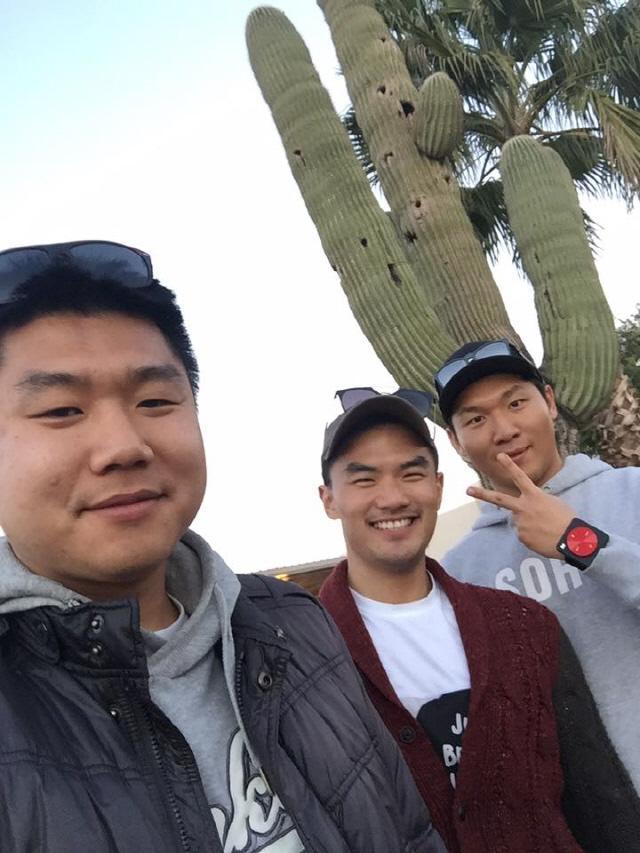 피닉스에 도착해서 종민(왼쪽) 형, 순재(오른쪽)와 함께 찍은 사진.