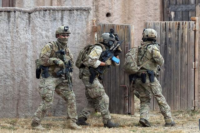 완벽한 호흡으로 작전을 수행하고 있는 UDT/SEAL 대원들. 호눌룰루 = 한재호 기자