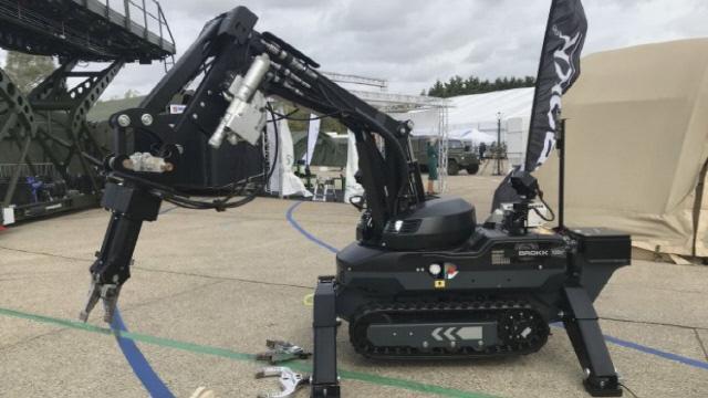 스웨덴 브록사  SR120D 폭파용 로봇 시제품 공개