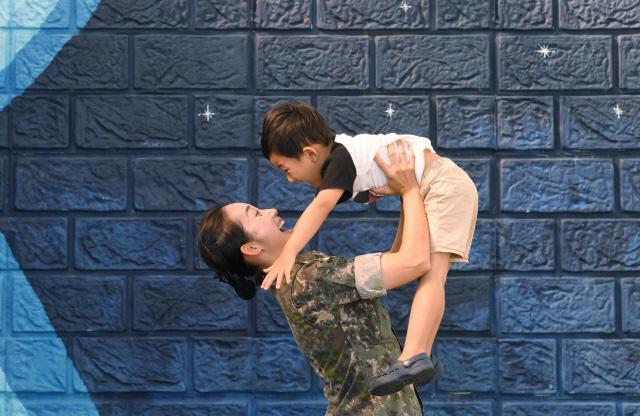 아기가 태어나면 '군인 아빠' 10일 휴가