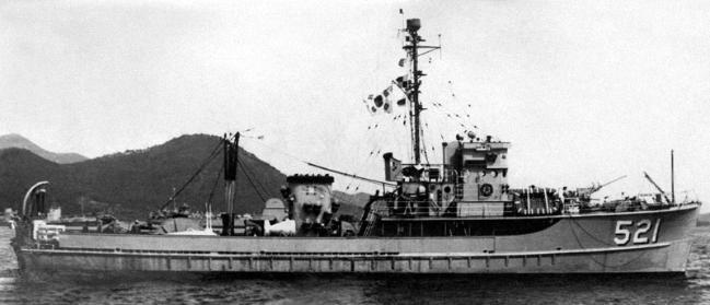 MSC(O)급의 고창함이 남해 해안을 항해하는 모습