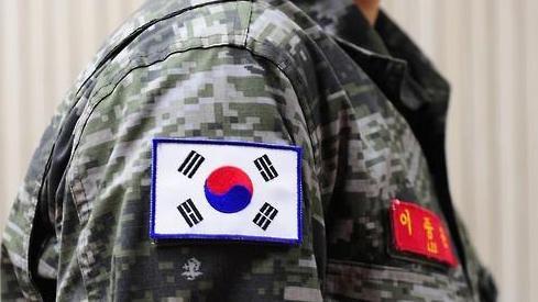 장병 어깨에 부착된 원색 태극기.국방부 제공