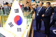 정경두 국방부 장관, 'UAE IDEX 2019 방산전시회' 풍산 부스 방문