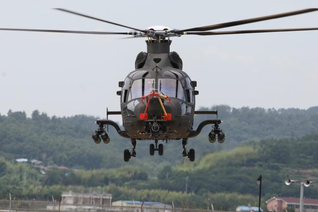 2019년 7월 4일 초도비행하고 있는 소형무장헬기. 사진 =  한국항공우주산업.