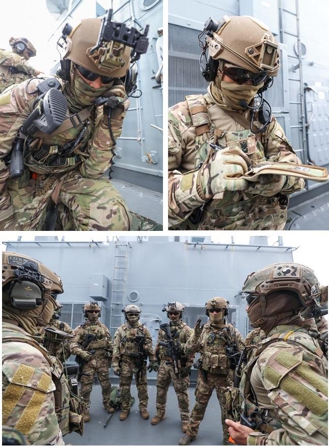 검문검색 임무를 수행할 청해부대 30진 검문검색대 공격팀(해군특수전전단 UDT/SEAL 대원)이 실제 훈련에 앞서 장비점검 후 작전간 행동 점검을 하고 있다.