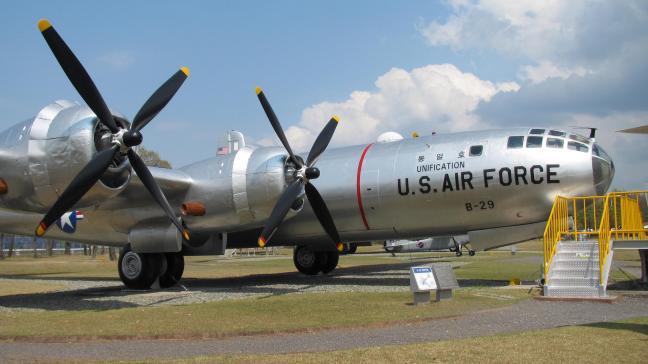 경남 사천의 항공우주박물관 야외전시장에 놓여진 B-29 폭격기 '통일호'.