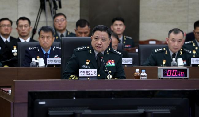 박한기 합참의장이 8일 합참 청사에서 열린 국회 국방위원회 국정감사에서 국방위원의 질문에 답변하고 있다.    양동욱 기자