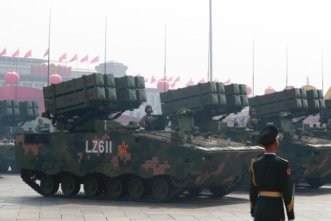 지난 10월 1일 신중국 건국 70주년 기념일을 맞아 베이징(北京) 톈안먼(天安門) 광장에서 역대 최대 규모의 열병식 등 축하 행사가 열린 가운데 중국 전차가 열병식에 선보이고 있다.  연합뉴스 제공