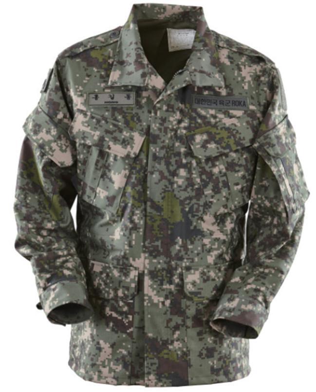 육·해·공군 3군의 기능성 방한복은 특전사용과 해병대용 기능성 방한복과 다르게 발열체가 들어간다.