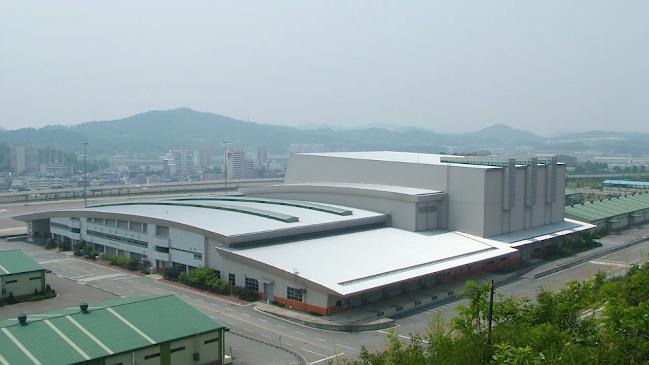 2002년 창설 당시 아시아 최대 규모의 자동화 창고를 도입한 제1보급창(현 1보급단)의 전경.  부대 제공