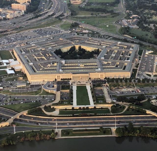 Bird eye's view of Pentagon, USA 사진 : WIKIMEDIA COMMONS *https://commons.wikimedia.org/wiki/File:The_Pentagon,_cropped_square.png?uselang=ru