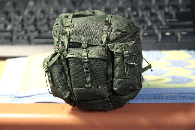 ▲ 원래 미군용으로 제작된 배낭의 US 표기 모습,