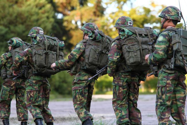 우리 군 장병이 줄지어 행군하는 모습 연출.  필자 제공