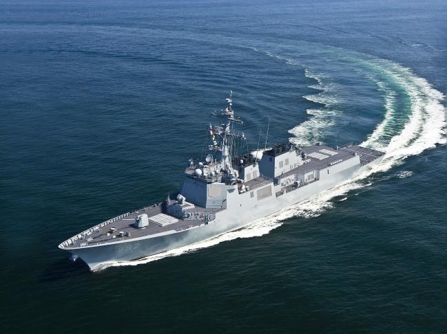 7600톤급 이지스 구축함 2번함 율곡이이함이 해상 기동하고 있다.  해군 제공