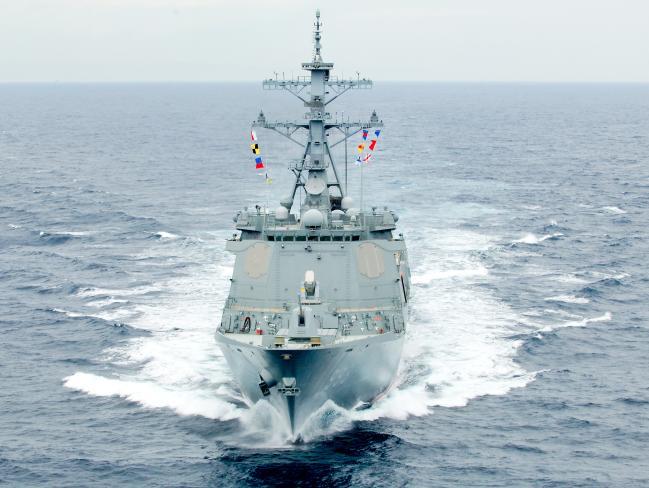 우리 해군의 세 번째 이지스 구축함 서애류성룡함이 파도를 가르며 항진하고 있다.  해군 제공