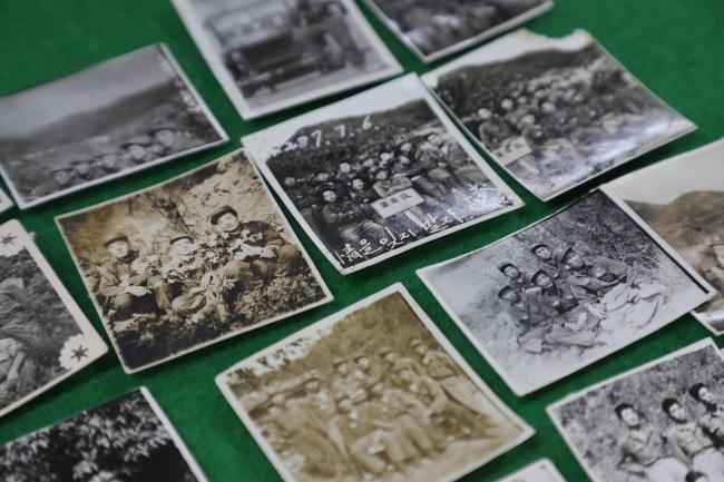 김기열 옹의 6·25전쟁 흔적을 담은 군대생활 사진.
