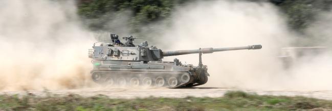진지 변환을 위해 기동하고 있는 육군5사단 포병연대 명문대대 K9 자주포.