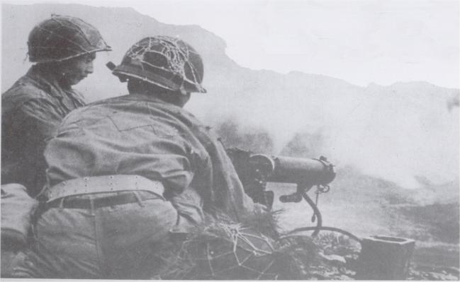 육군2사단 17연대 장병들이 지난 1950년 7월 벌어진 화령장지구 전투에서 적에 맞서 싸우고 있다. 부대 제공