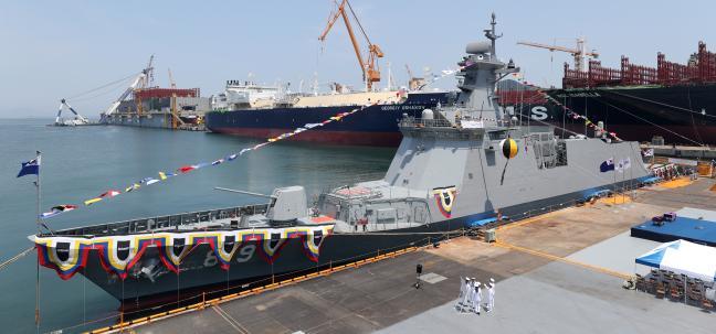 최근 해군에 인도된 차기 호위함 울산급 Batch-II 2번 함 경남함이 2019년 6월 진수되는 모습.  조종원 기자