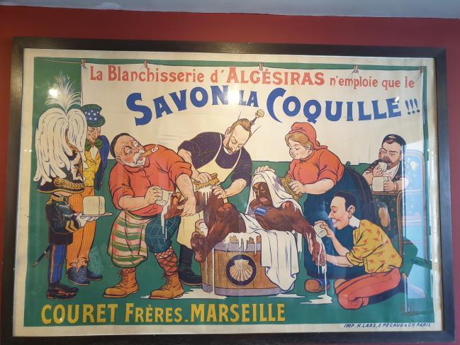 유럽 강대국들의 모로코 영유권 쟁탈을 묘사한 풍자화. 욕조 내 모로코인을 유럽인들이 프랑스산 비누로 강제로 목욕시키고 있다.  필자 제공