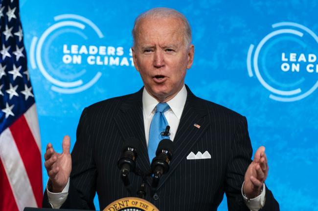 기후 정상회의에서 연설하는 바이든 미국 대통령. 바이든 행정부는 기후변화 대응에 있어 미국의 리더십을 회복하고 나아가 새로운 방향성을 제안하고자 했다.  연합뉴스
