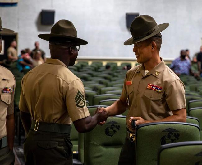 미국 사우스캐롤라이나주 패리스 아일랜드 훈련소에서 미 해병대 DI 교육을 수료한 김혁 상사.  Marine Corps Recruit Depot Parris Island, S.C. 제공
