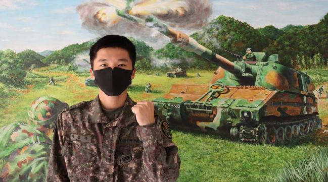 강원도 홍천 버스터미널에서 일어난 화재 초기 진화에 기여한 육군20기갑여단 박상욱 상병.   부대 제공