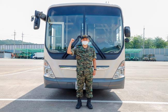 발 빠른 대처로 대형사고를 막은 육군특수전사령부 국제평화지원단 천진혁 상병.    부대 제공
